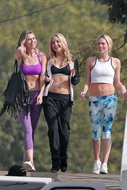 ¿Saliendo a pasear muy casual con sus amigas?