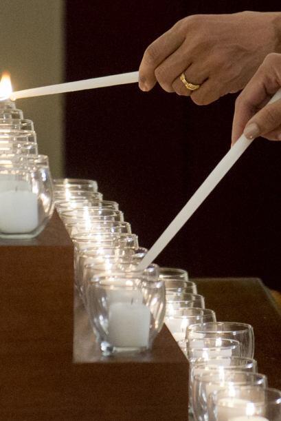 Barack y Michelle Obama recordaron en silencio a los fallecidos a las 09...
