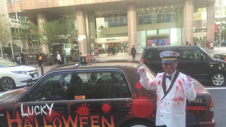 Un Luck Taxi listo para Halloween
