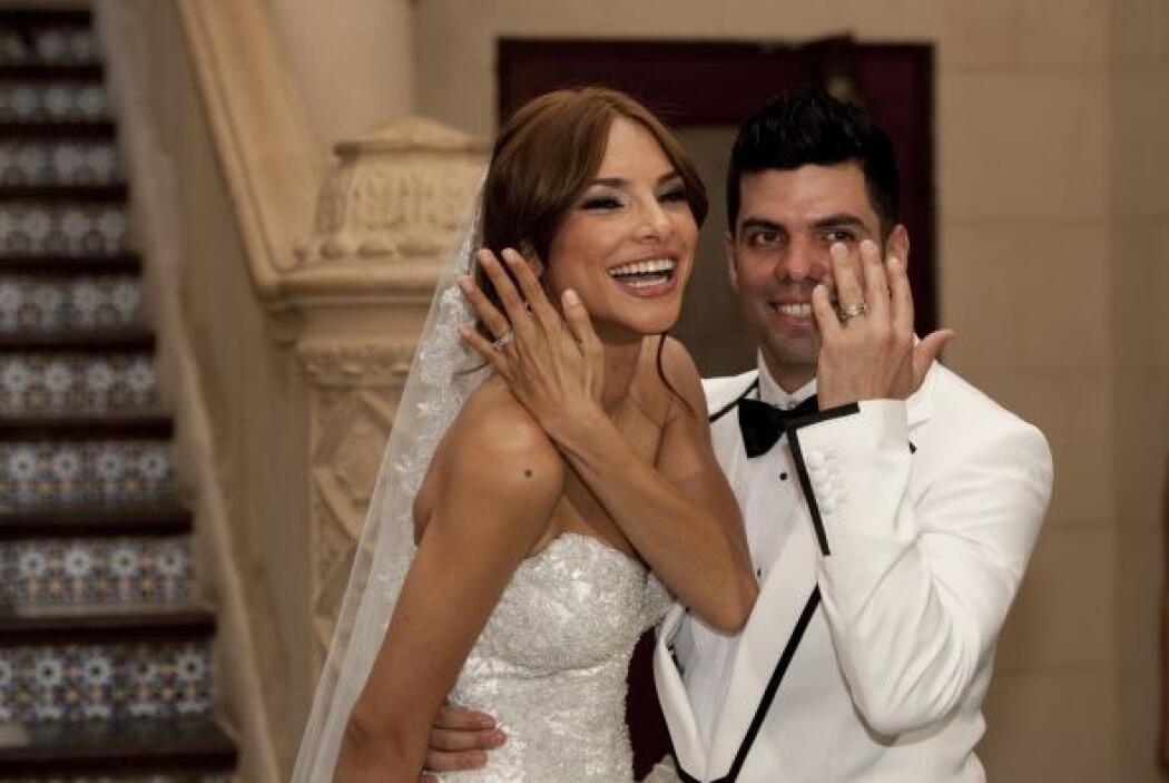 Alejandra Espinoza y Aníbal Marrero son oficialmente marido y mujer.