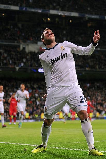 El 'Pipita' solo tuvo que empujar el balón para tranquilizar al Bernabéu.