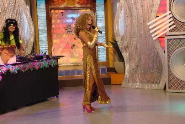 Karla Martínez se divirtió haciéndola de Verónica Castro.