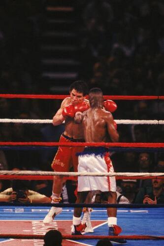 La pelea al inicio fue para Taylor que con claras combinaciones era supe...