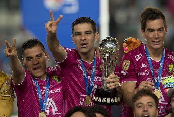 En 2012 regresó al fútbol mexicano con el León, donde logró el Bicampeon...