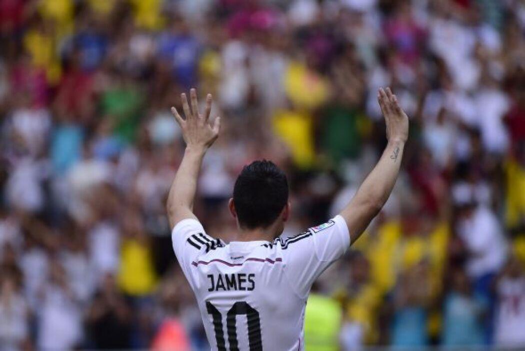 Miles de fanáticos le aplaudían apenas le vieron portando el dorsal 10.