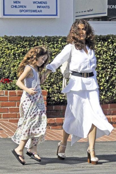 La pequeña Valentina va por el mismo camino.