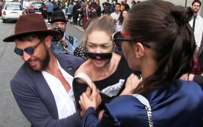 Gigi Hadid acosada por un tipo en Milán