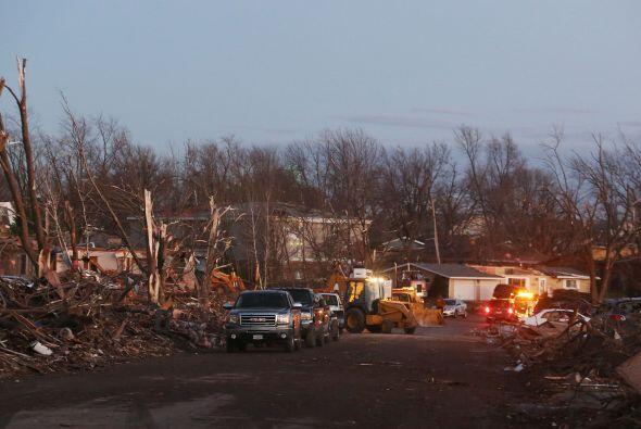 Fuertes tormentas y violentos tornados causaron la muerte de al menos se...
