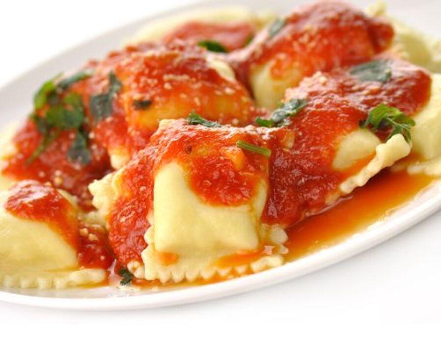 Tradicionales ravioles italianos   Es un platillo tradicional de Italia,...