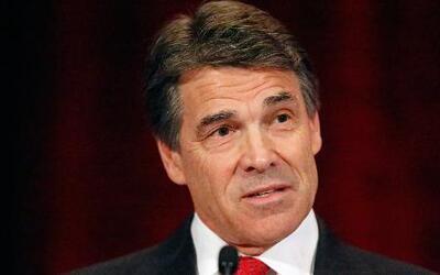 Gobernador Rick Perry enfrenta cargos por abuso de poder