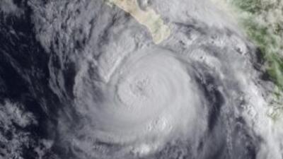 Una poderosa tormenta en el este del océano Pacífico se convirtió en hur...