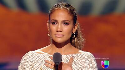 Jennifer López lloró al recibir reconocimiento por su trayectoria en Pre...