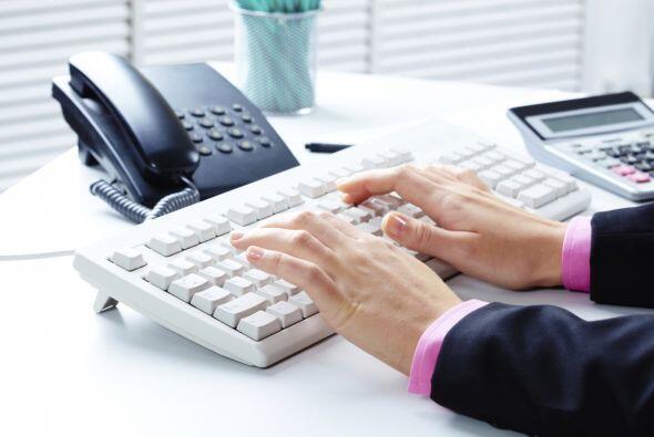 Asegúrate de mantener limpio el teclado, el teléfono y otras superficies...