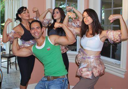José y las chicas más que listos para darle duro y pelear...