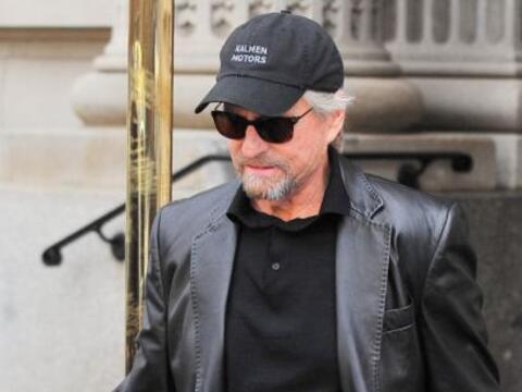El actor de 69 años y la famosa de 44 fueron vistos por primera v...