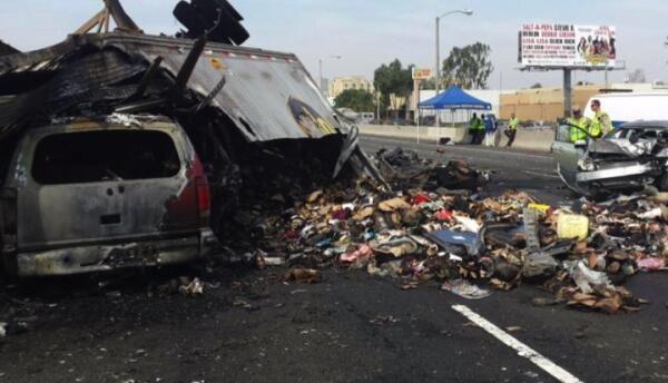 Una carrera clandestina acabó en un múltiple accidente automovilístico.
