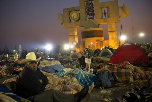 Peregrinos en el Santuario de Nuestra Señora de Guadalupe en México DF.