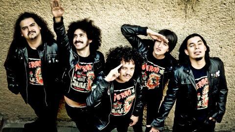 Imagen de Los Infierno en la que aparece Sabu Avilés con el brazo levant...