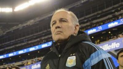 El entrenador argentino tuvo que recortar a tres elementos de último mom...