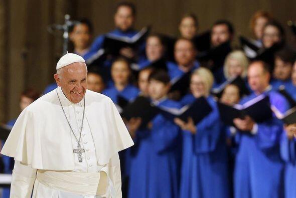 El pontífice fue ovacionado al terminar la misa de canonización.