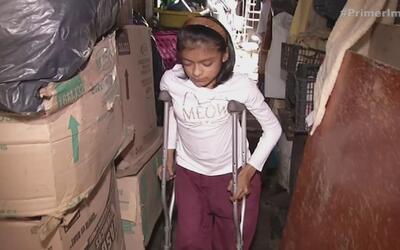 Pequeña niña lucha contra la enfermedad de los huesos de cristal