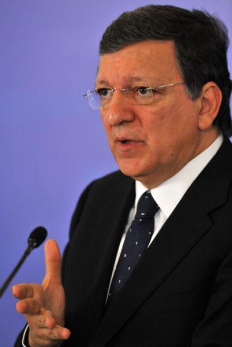 El presidente de la CE, José Manuel Durao Barroso, y el vicepresidente e...