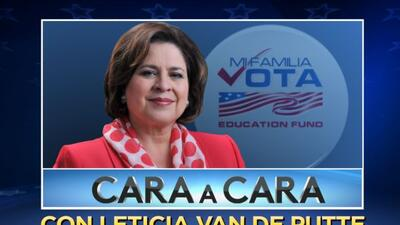 Este viernes, la candidata a vicegobernadora Leticia Van de Putte respon...