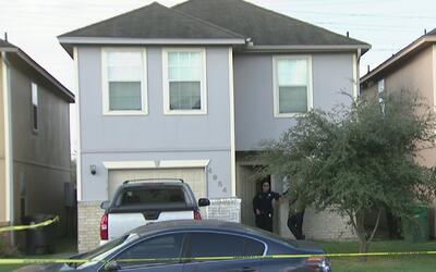Una niña de 9 años encontró a sus padres muertos tras un aparente caso d...