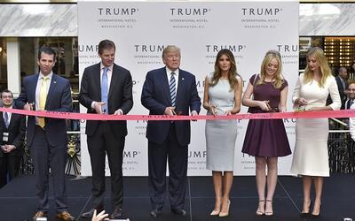 El personal del Hotel Trump Internacional estuvo atento al momento en qu...