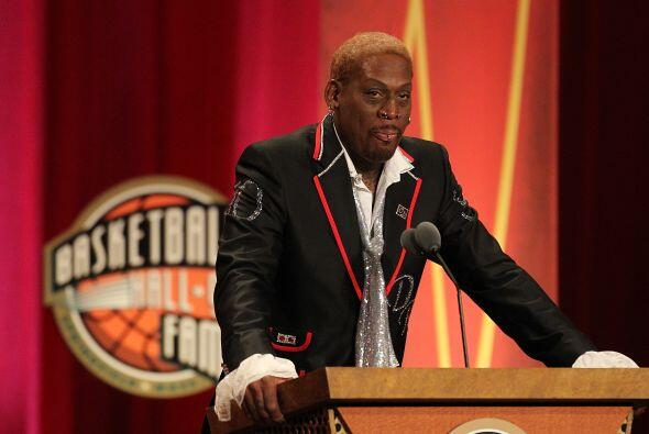 El estrafalario estelar de la NBA Dennis Rodman visitó la corte v...