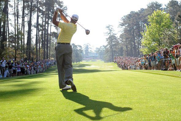 Para los fanáticos al golf ver a Tiger Woods entrenar es un gran preámbu...