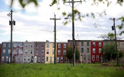 Una buena parte de la población obrera de Baltimore gana bajísimos sueldos.