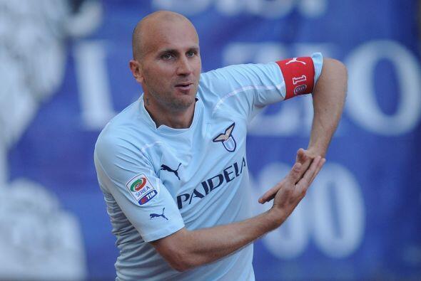Tommaso Rocchi, jugador de la Lazio, y su festejo muy padre.