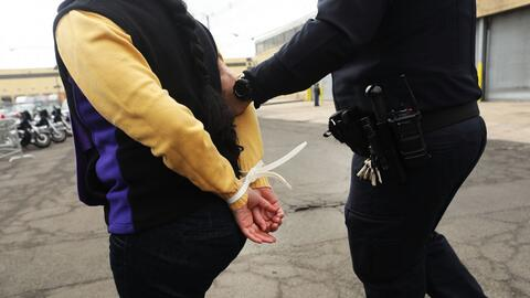 ¿Me pueden afectar con inmigración los delitos cometidos por mis hijos?