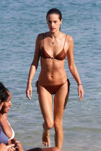 Alessandra Ambrosio es perfecta. Mira aquí los videos más chismosos.