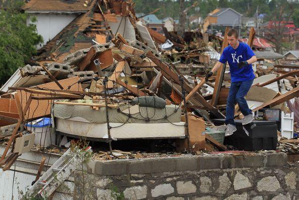 Los dos hospitales de Joplin fueron prácticamente destruidos por...