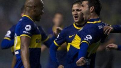 Boca Juniors se impuso con autoridad por 2-0 al Racing en el legendario...