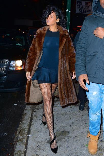 Rihanna en esta ocasión fue un excelente ejemplo de cómo pueden vestir p...
