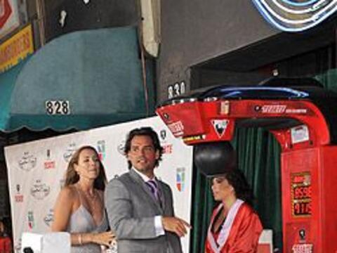 El conductor de los Tecate Premios Deporte llegó muy bien acompa&...