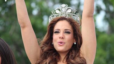 Toa Alta recibe a su reina Aleyda Ortíz por todo lo alto