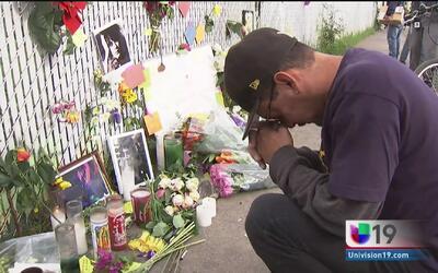 Dolor y lágrimas entre familiares de las víctimas del incendio en un alm...