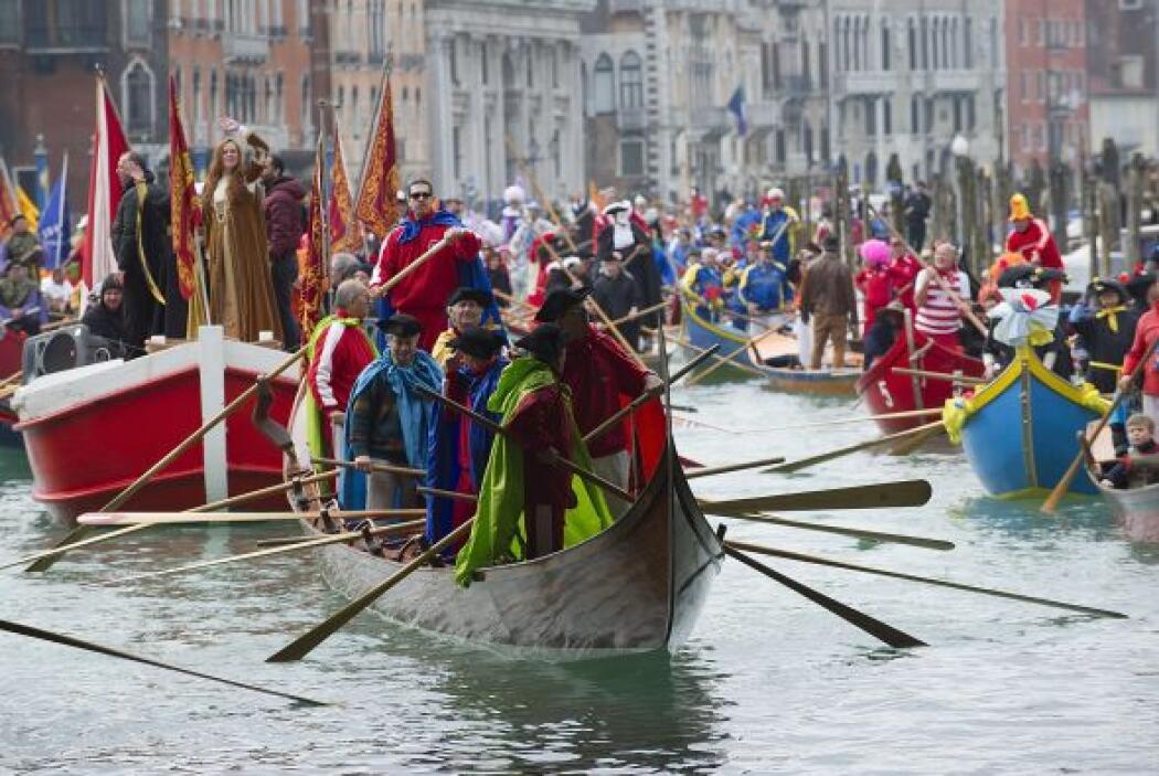 Este primer desfile está organizado por el colectivo de los gondoleros d...