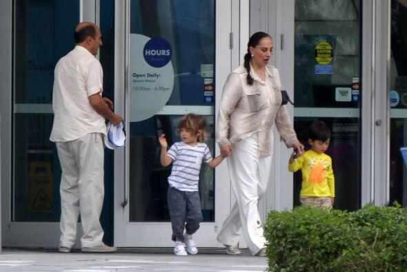 El pequeño Andrea se quedó con su abuelita, la actriz Susana Dosamantes....