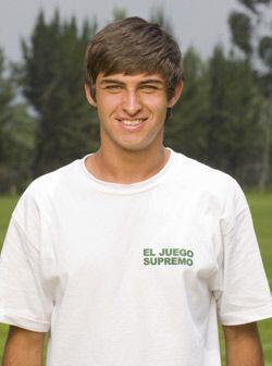 Teodoro Rivas tiene muchos talentos. Actor, cantante y futbolista. El sa...