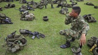 El Ejército colombiano encontró vivo al suboficial de la Policía Luis Al...
