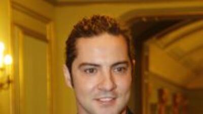 El cantante español confesó que no ameniza sus veladas románticas con su...