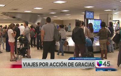 Se abarrotan aeropuertos tras fin de semana de Acción de Gracias