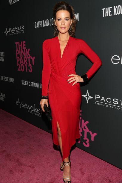 Kate Beckinsale no vistió de rosa, pero sí llamó la...