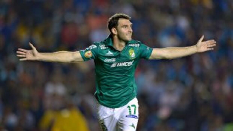 Mauro Boselli hizo el primer gol del León ante Querétaro.