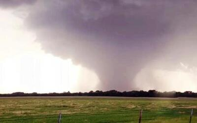 Enorme tornado deja incontables daños materiales en Kansas